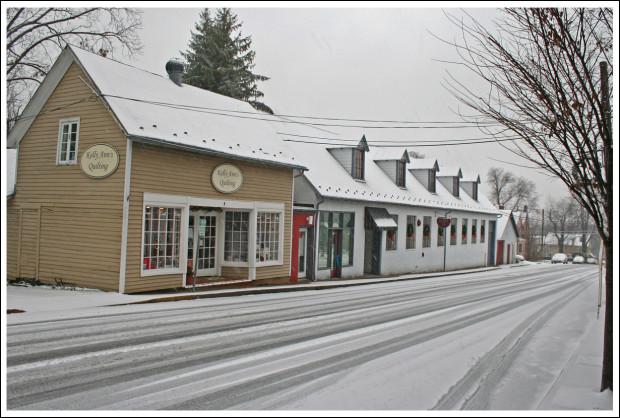 Kelly Ann's Quilting, 9 5th Street, Warrenton, Virginia