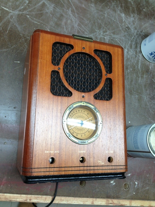 80s Reproduction Vintage AM/FM Radio