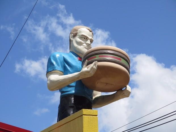 Hamburger-wielding Muffler Man